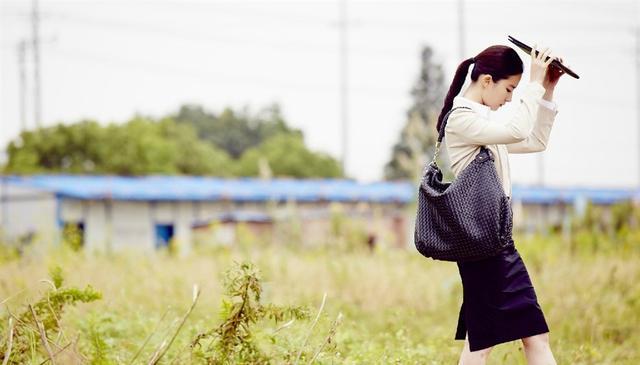 「胸针迷」刘亦菲白衬衫教科书-第13张图片