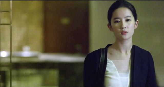 「胸针迷」刘亦菲白衬衫教科书-第22张图片