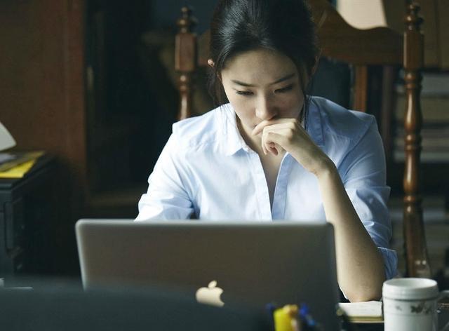 「胸针迷」刘亦菲白衬衫教科书-第30张图片
