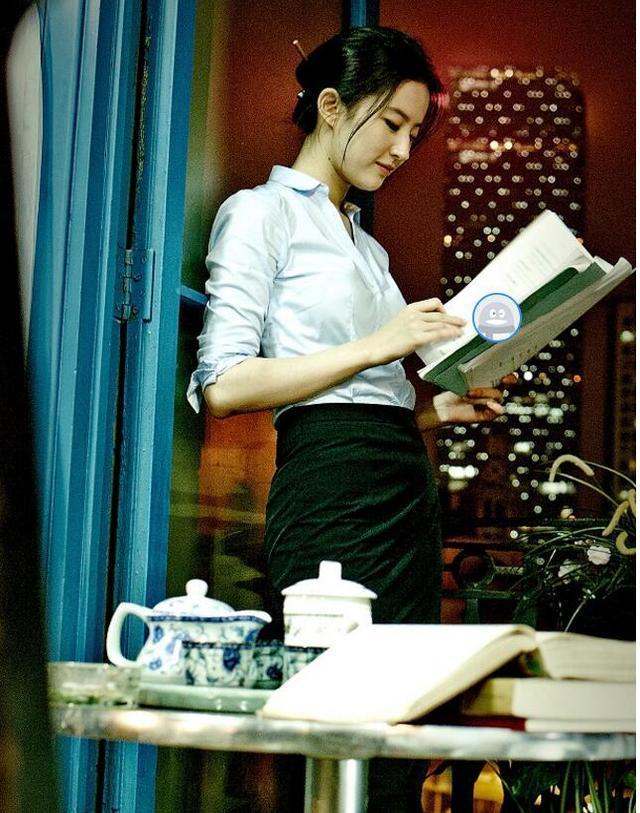 「胸针迷」刘亦菲白衬衫教科书-第31张图片