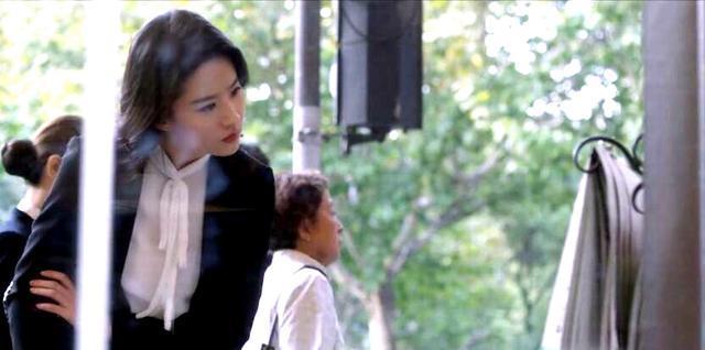 「胸针迷」刘亦菲白衬衫教科书-第33张图片