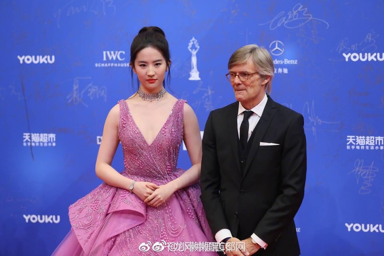 北京国际电影节红毯 《烽火芳菲》剧组亦菲压轴亮相