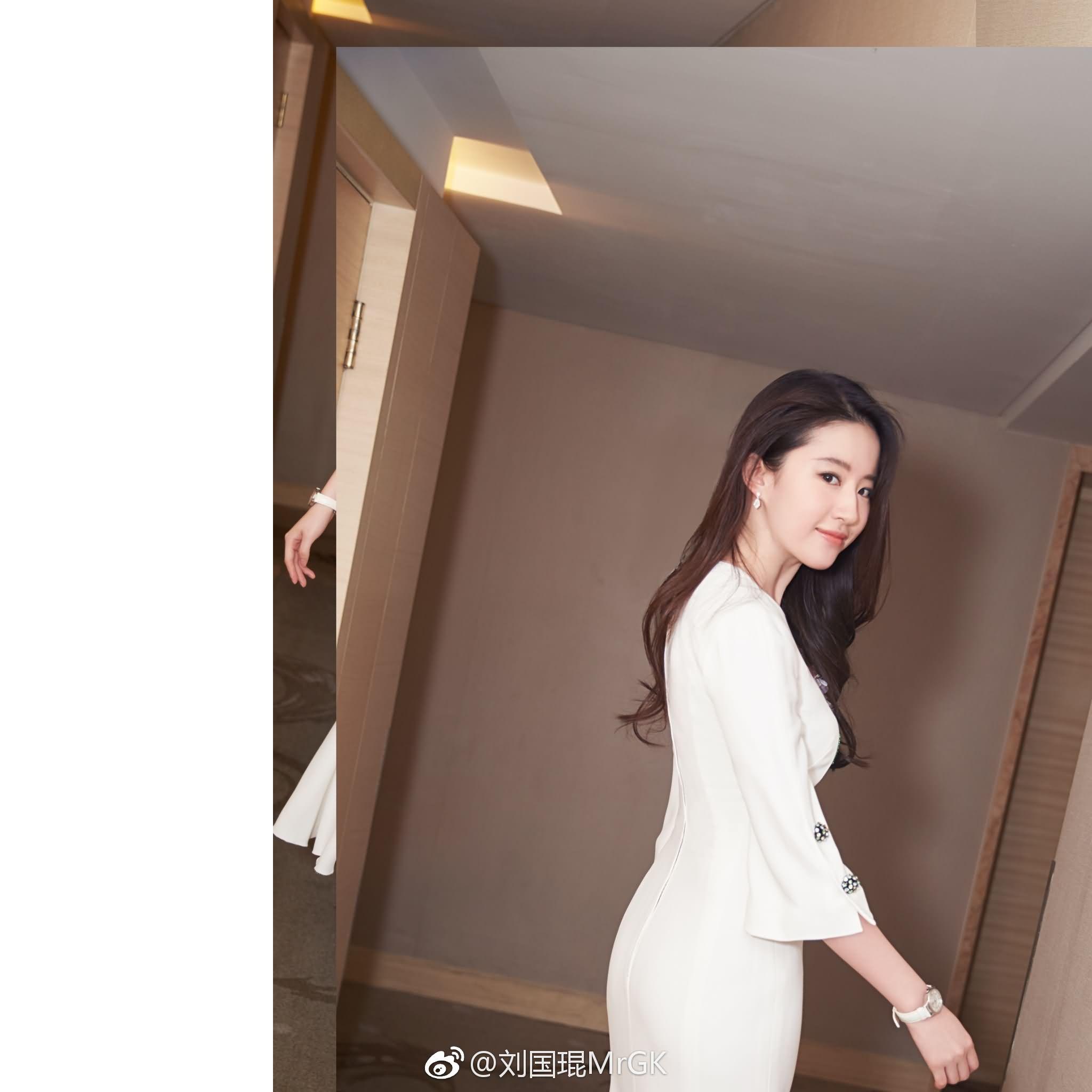 《烽火芳菲》上海国际电影节展映剧组举办发布会