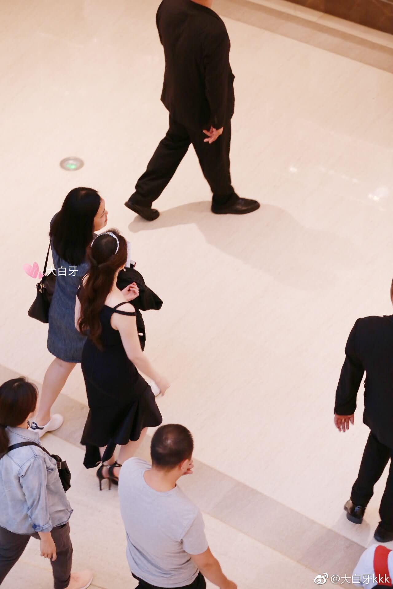 刘亦菲探访CHAUMET上海恒隆广场法式珍宝鉴赏展
