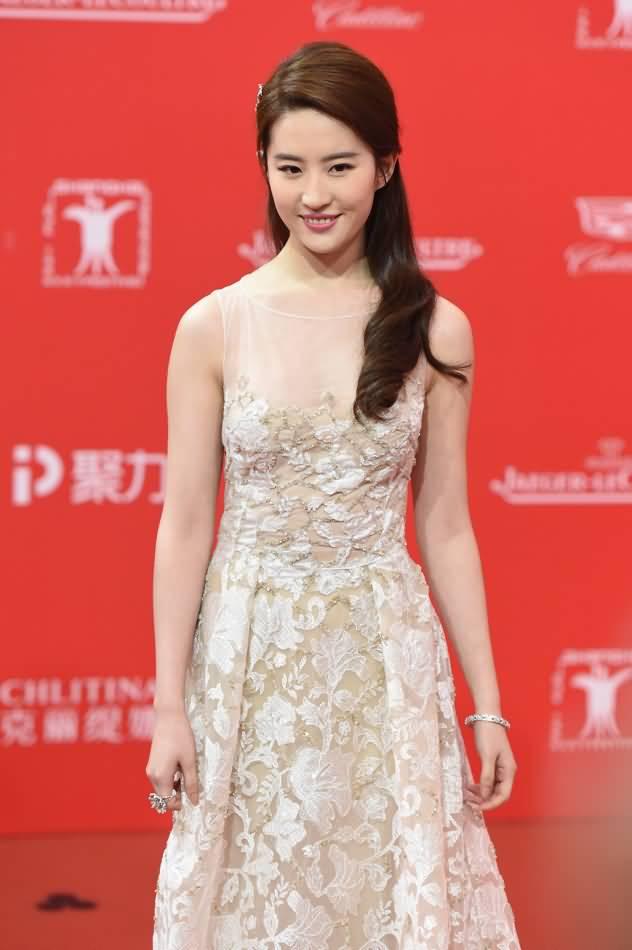上海国际电影节开幕式红毯 《刘亦菲》[2016.6.11]