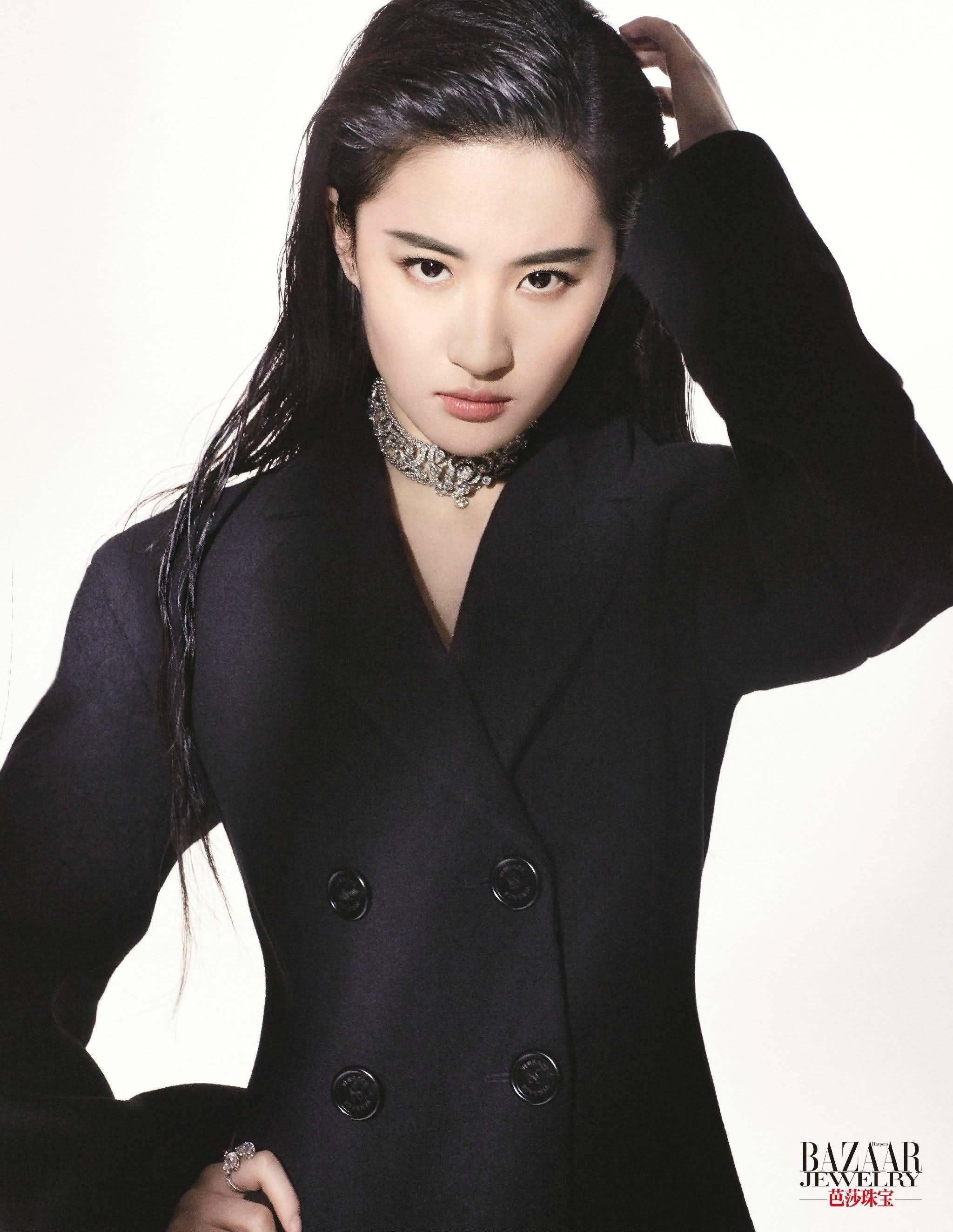 《芭莎珠宝》封面黑白两色界 光影魅力永恒的经典