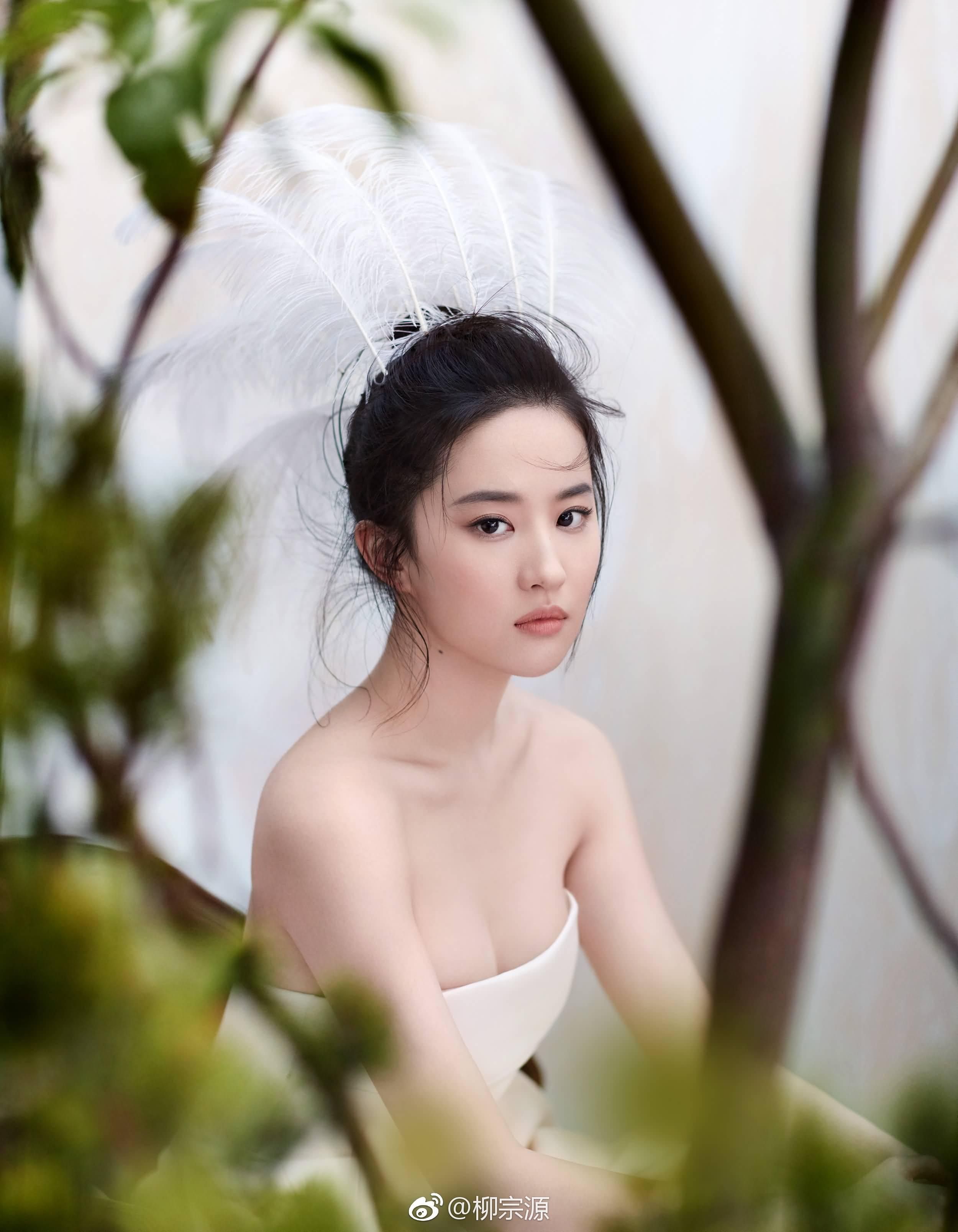 迪奥2017春夏高级订制裙装,荣登时尚芭莎五月刊