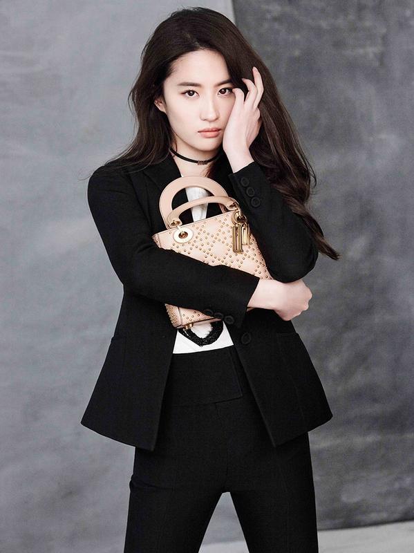 刘亦菲演绎Dior 2017春夏系列(新款lady Dior包)