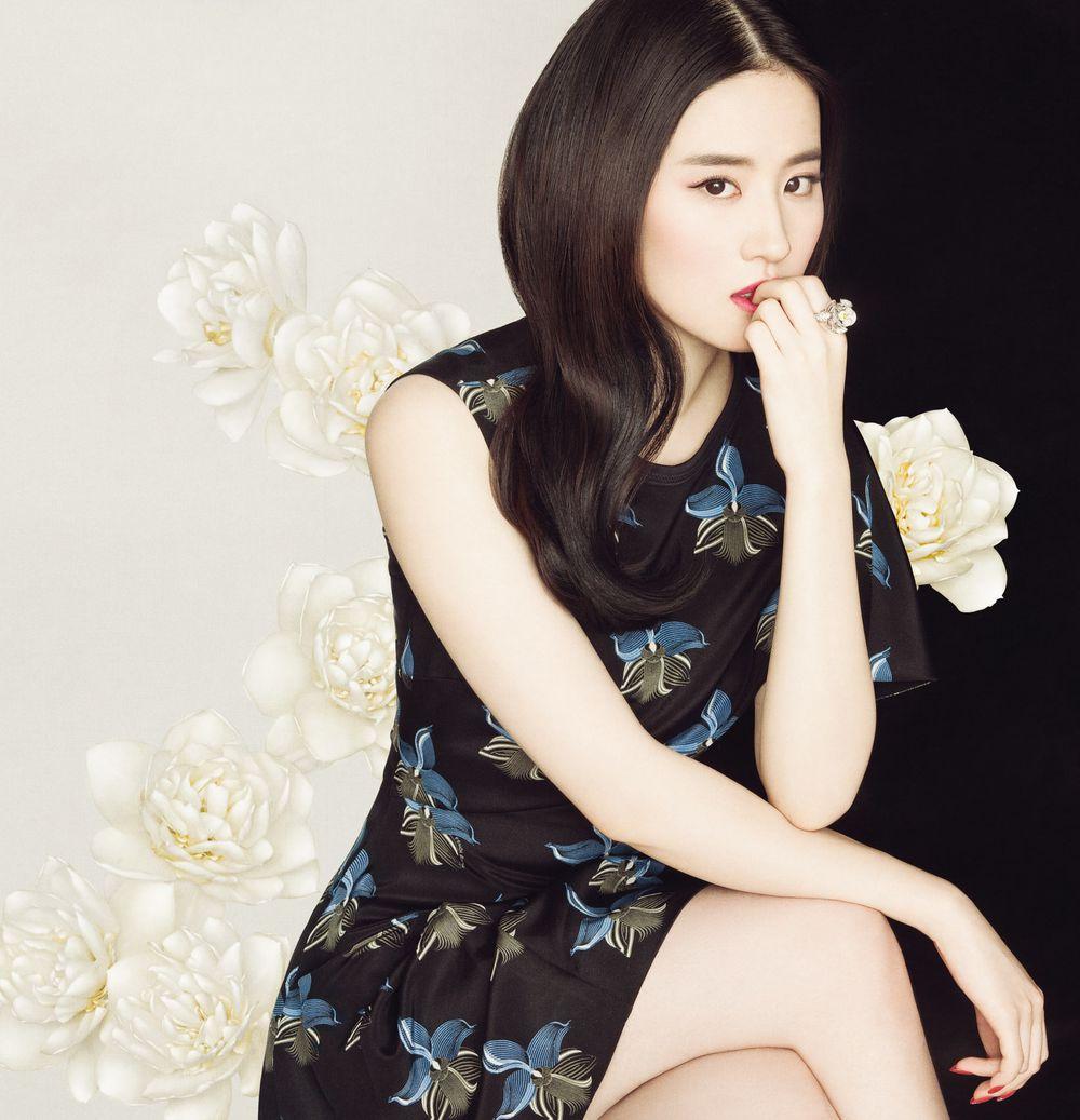 《时尚芭莎》四月刊(2015.3.26)