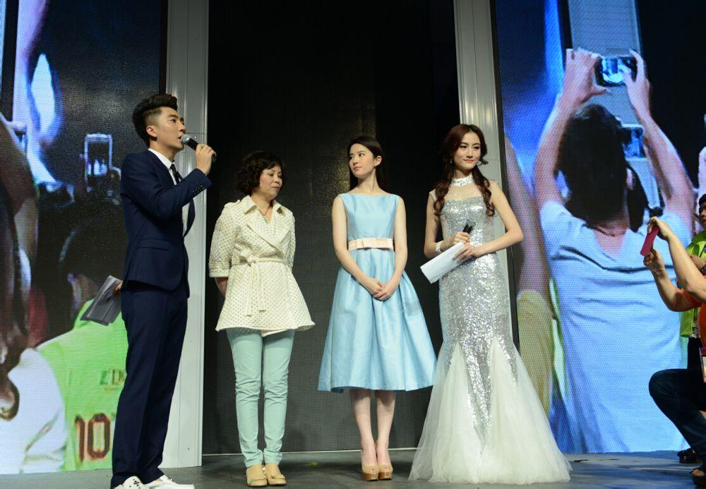 """出席""""十年卓越·百年多姿""""时尚盛会  《刘亦菲》[2014.10.21]"""