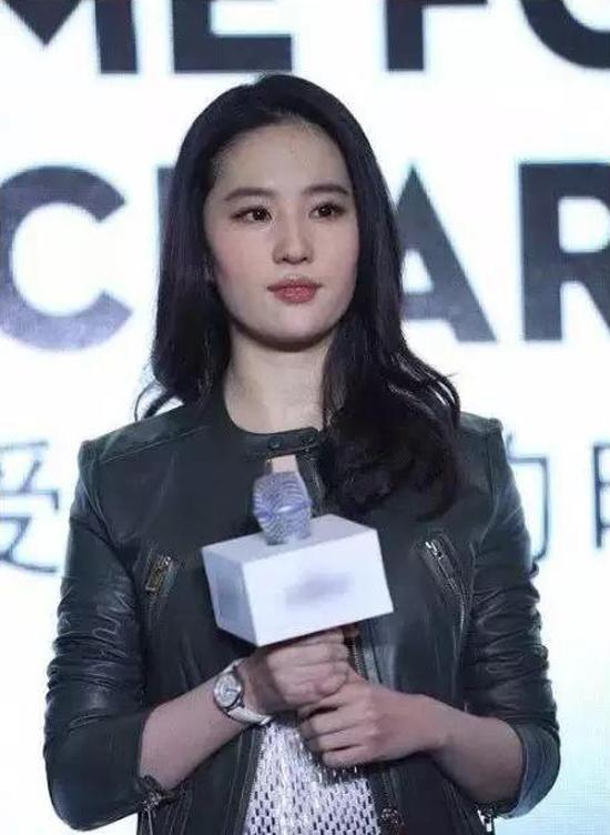 刘亦菲、杨幂的30岁,却都输给了关之琳的30岁!-第3张图片