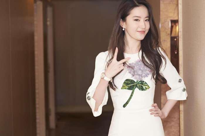31歲的劉亦菲雙肩距離真寬,網友:故意的吧-第4張圖片