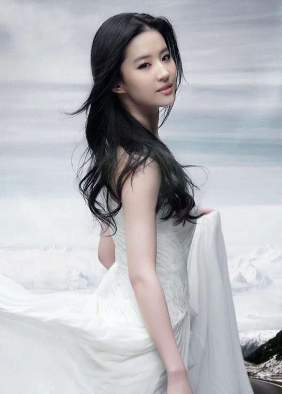 """刘亦菲不再是""""神仙姐姐"""" 现在已经""""还俗""""了!"""