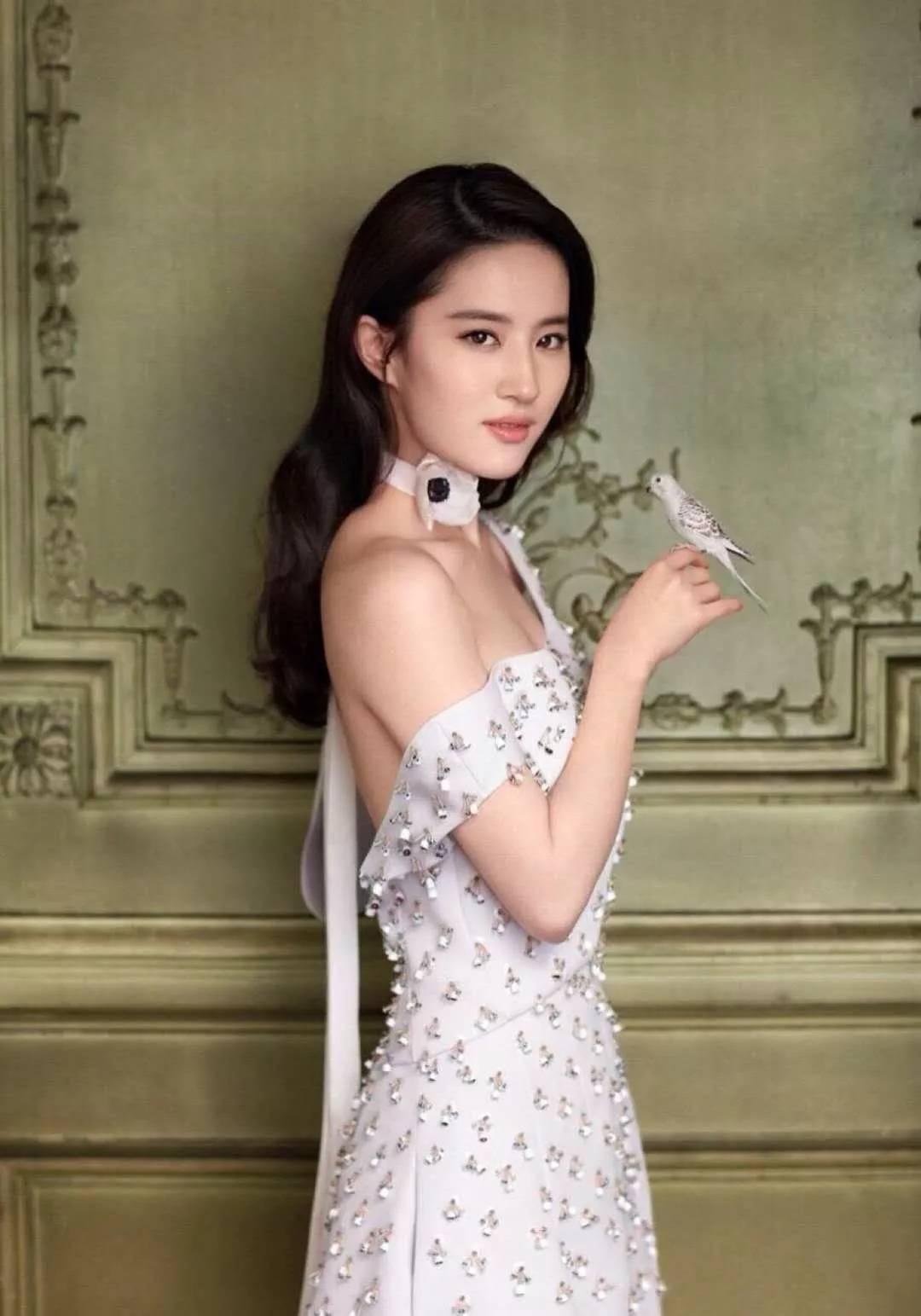 """刘亦菲不再是""""神仙姐姐"""",现在已经""""还俗""""了!-第2张图片"""