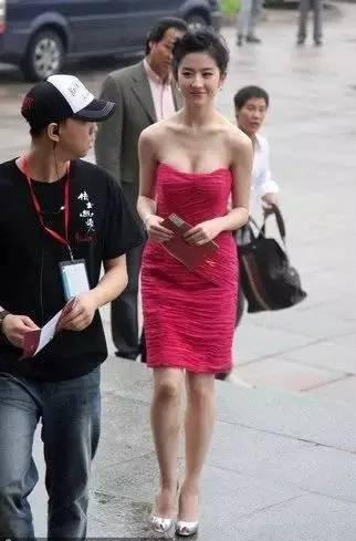 """刘亦菲不再是""""神仙姐姐"""",现在已经""""还俗""""了!-第3张图片"""